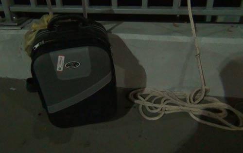 Bỏ lại vali, thanh niên nhảy sông Sài Gòn tự tử - 2