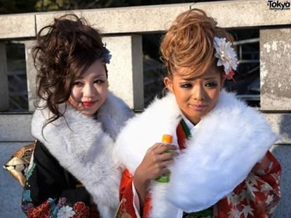 Thiếu nữ Nhật mê kimono cách tân siêu ngắn - 3