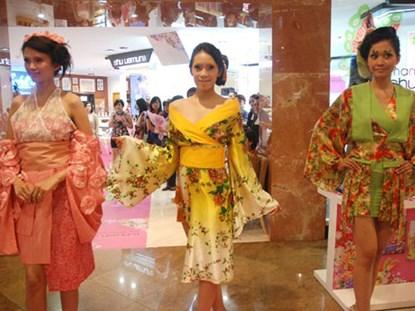 Thiếu nữ Nhật mê kimono cách tân siêu ngắn - 2