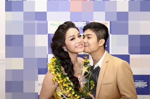 Chồng Nhật Kim Anh hôn chúc mừng vợ thành Quán quân - 2