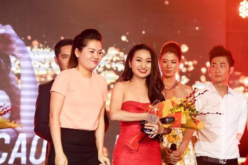 Chồng Nhật Kim Anh hôn chúc mừng vợ thành Quán quân - 10