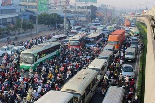 """Đèn giao thông ngưng hoạt động, xa lộ Hà Nội """"tê liệt"""" - 8"""