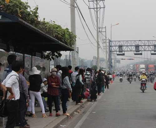 """Đèn giao thông ngưng hoạt động, xa lộ Hà Nội """"tê liệt"""" - 10"""