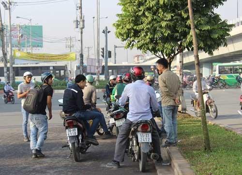 """Đèn giao thông ngưng hoạt động, xa lộ Hà Nội """"tê liệt"""" - 9"""