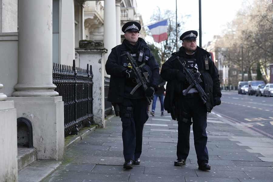 Anh: Sợ khủng bố, cảnh sát không được tuần tra một mình - 1