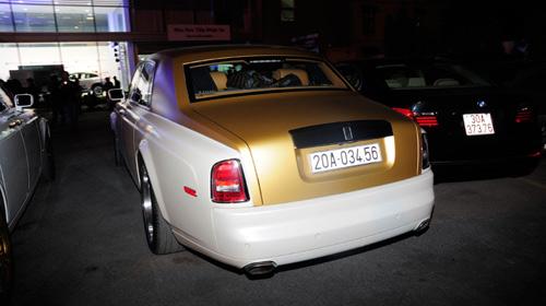 """Cặp đôi Rolls-Royce Phantom biển """"khủng"""", mạ vàng tại Hà Nội - 3"""