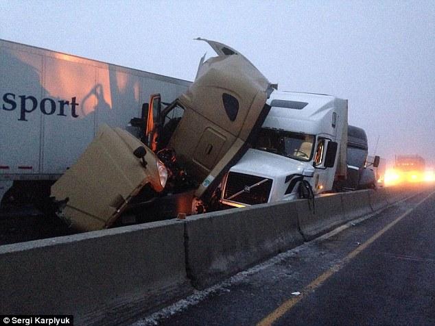 Mỹ: Bị 2 xe tải kẹp cứng vẫn thoát chết thần kỳ - 3