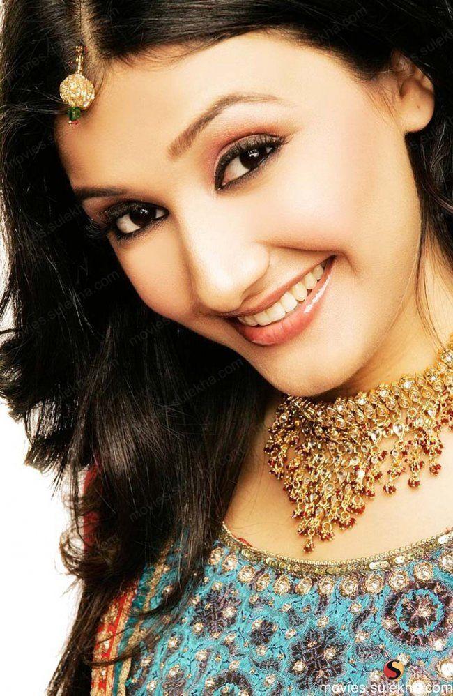 Suhana Kashyap bắt đầu sự nghiệp diễn xuất vào khoảng năm 2008 - 2009 và tạo được ấn tượng tốt