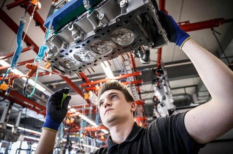 Mercedes thay động cơ mới thách thức Nissan GTR - 2