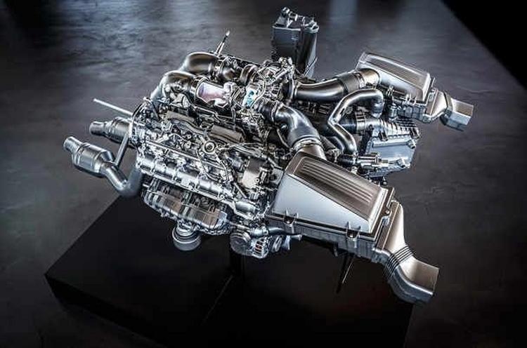 Mercedes thay động cơ mới thách thức Nissan GTR - 3