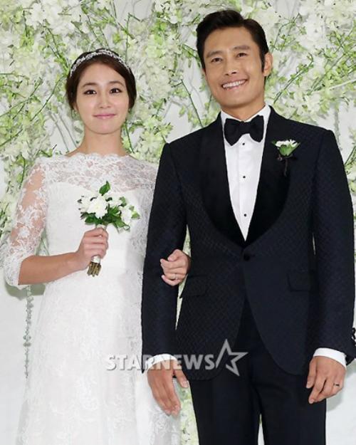 Vợ Lee Byung Hun bất ngờ tuyên bố mang bầu 7 tháng - 1
