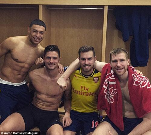 """Arsenal bị yêu cầu ngừng trò """"tự sướng"""" phản cảm - 1"""