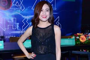 Hoàng Thùy Linh gợi cảm với váy xuyên thấu