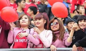 Fan nữ giống Đông Nhi cổ vũ Công Phượng gây sốt