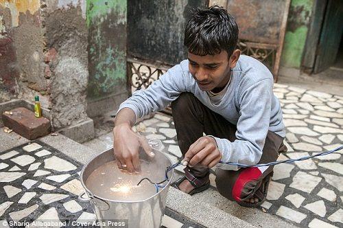 Cậu bé Ấn Độ chịu được dòng điện 11 nghìn Vôn - 2