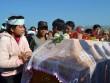 Cả ngàn người dự đám tang hai cha con bị sát hại