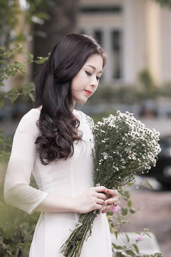 Ngỡ ngàng trước vẻ đẹp của hot girl trường Báo lấy chồng từ năm 19 tuổi - 4