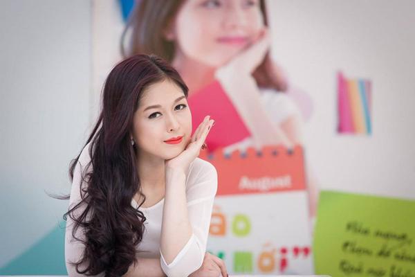 Ngỡ ngàng trước vẻ đẹp của hot girl trường Báo lấy chồng từ năm 19 tuổi - 7