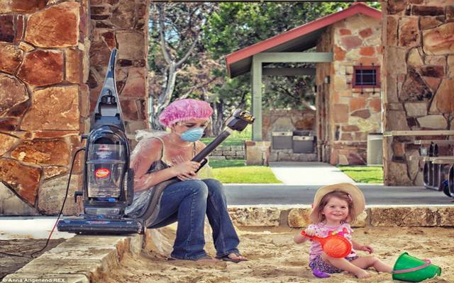 Khoảnh khắc đáng yêu của bà mẹ trẻ bận rộn