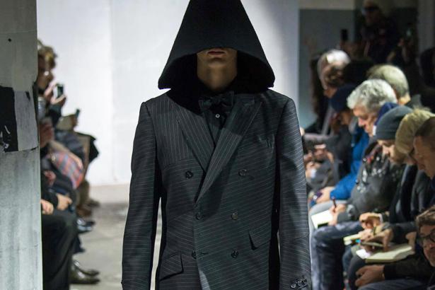"""Thời trang u ám """"phủ bóng"""" sàn catwalk Paris - 10"""