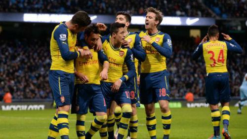"""Arsenal & hàng công """"khủng"""" nhất 10 năm gần đây - 2"""