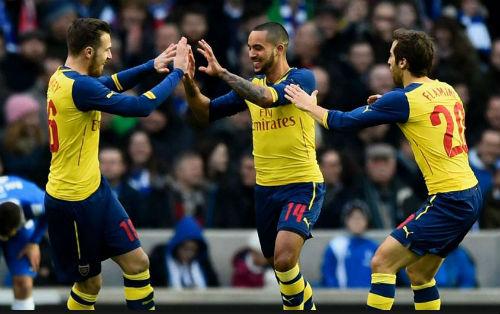 """Arsenal & hàng công """"khủng"""" nhất 10 năm gần đây - 1"""
