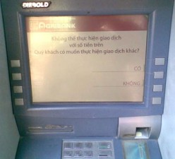 """Gần Tết, ATM """"dở chứng"""" bất chấp lệnh phạt"""
