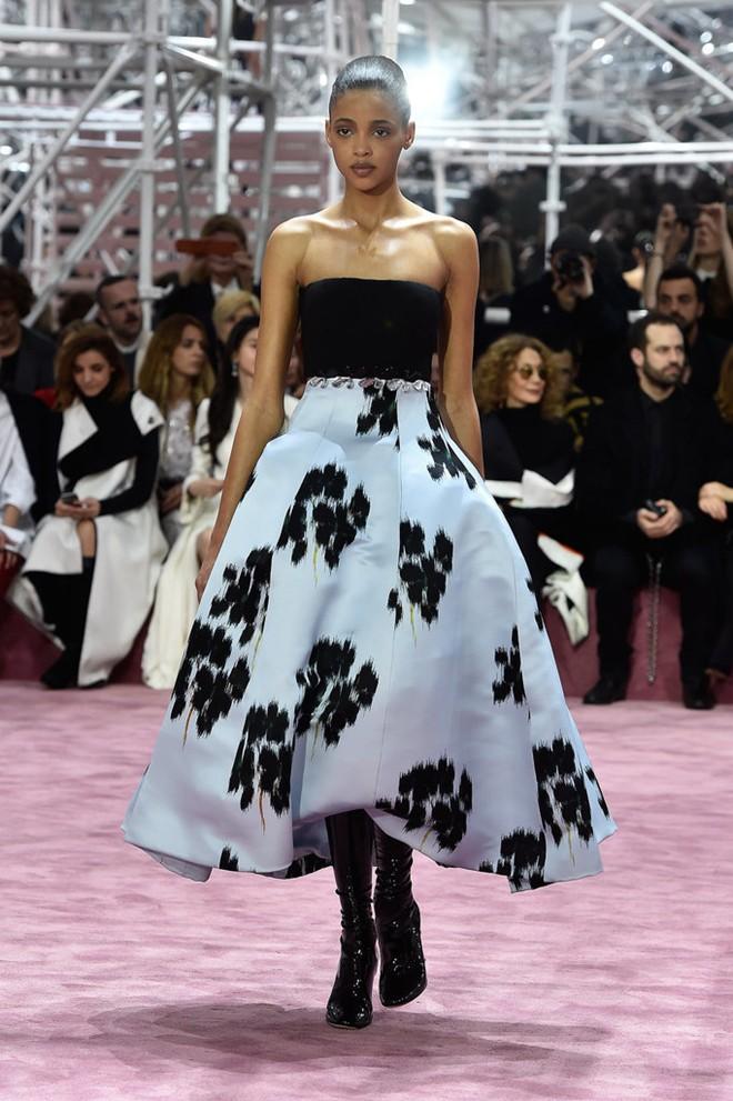 Loạt ảnh không thể bỏ lỡ ở tuần lễ thời trang Paris - 4
