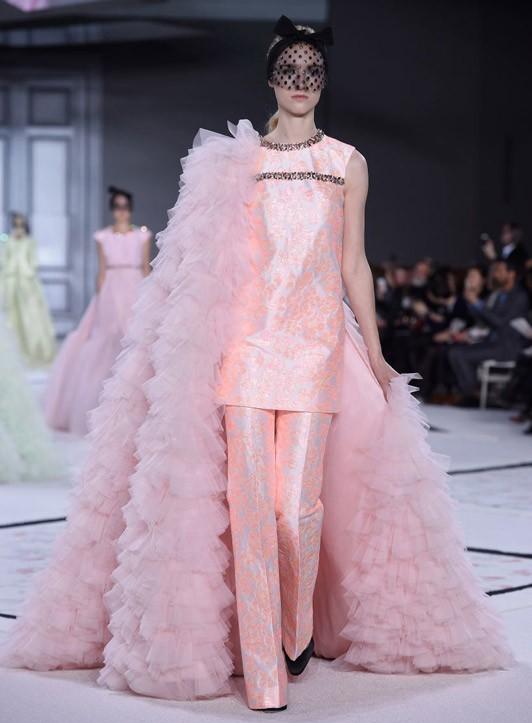 Loạt ảnh không thể bỏ lỡ ở tuần lễ thời trang Paris - 7