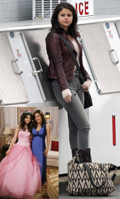"""Emma Watson hé lộ vai diễn trong """"Người đẹp và Quái thú"""" - 4"""