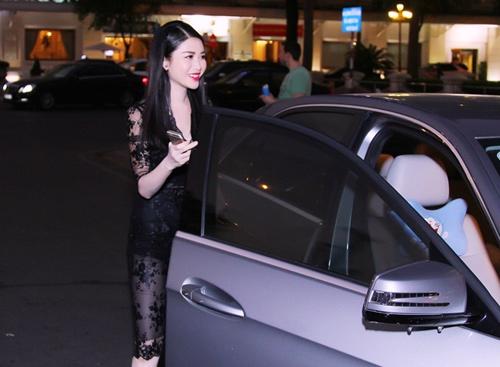 Vợ Đăng Khôi mặc xuyên thấu, đối lập bà bầu Thu Minh - 1