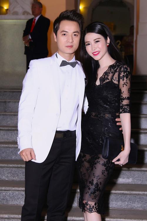 Vợ Đăng Khôi mặc xuyên thấu, đối lập bà bầu Thu Minh - 3