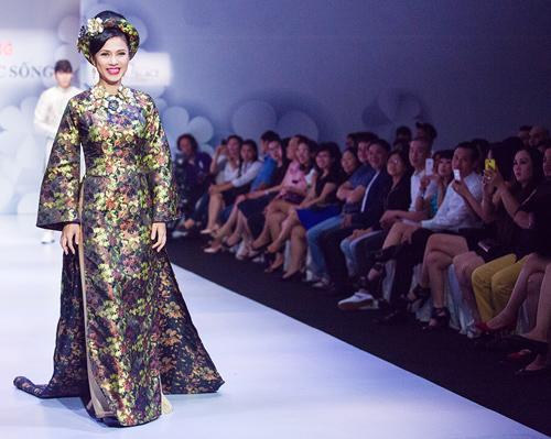 Việt Trinh hóa bà hoàng quyền lực mùa Xuân - 6
