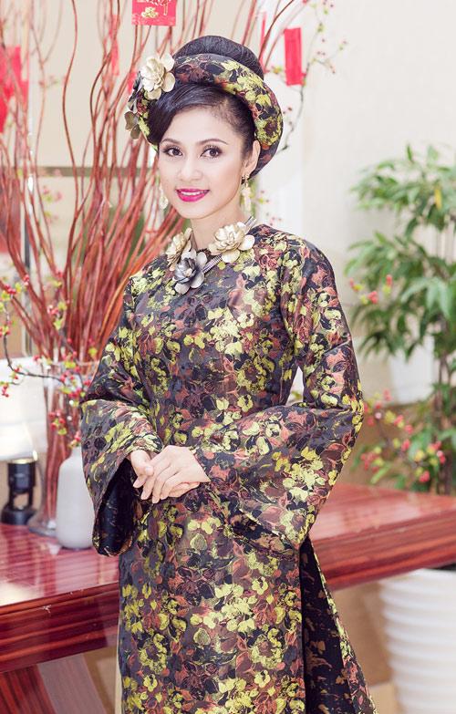 Việt Trinh hóa bà hoàng quyền lực mùa Xuân - 5