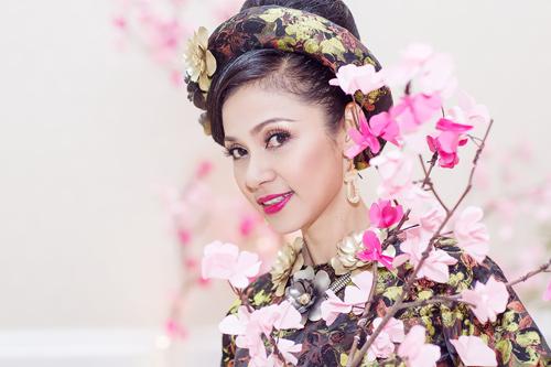 Việt Trinh hóa bà hoàng quyền lực mùa Xuân - 4