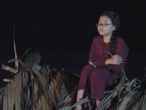 Phương Mỹ Chi phải leo lên nóc nhà lá trong MV mới
