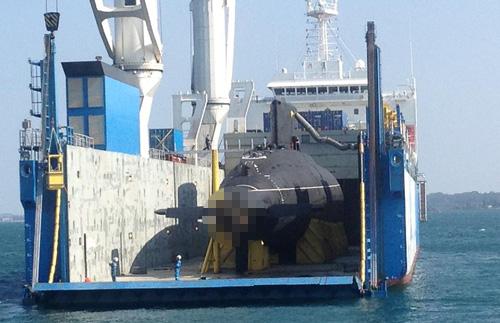 Tháo khung gia cố, chuẩn bị hạ thủy tàu ngầm Hải Phòng - 3