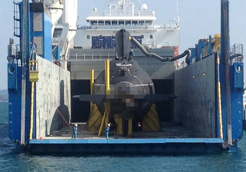 Tháo khung gia cố, chuẩn bị hạ thủy tàu ngầm Hải Phòng - 4