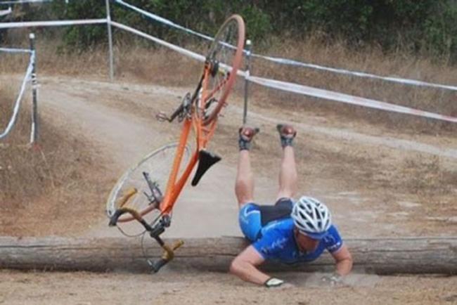 """Tai nạn """"khó đỡ"""" của các tổ lái """"xe đạp"""" - 1"""