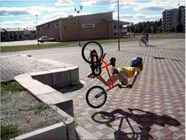 Những pha tai nạn xe đạp khó đỡ - 3