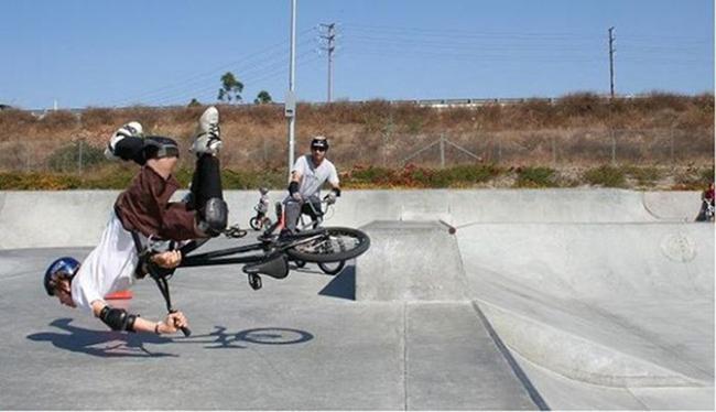 Những pha tai nạn xe đạp khó đỡ - 2