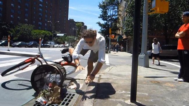 Những pha tai nạn xe đạp khó đỡ - 10