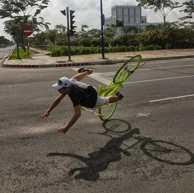 Những pha tai nạn xe đạp khó đỡ - 8