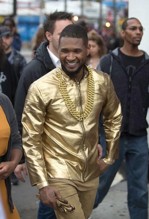 """Ca sỹ da màu Usher biểu diễn """"cực chất"""" trên đường phố - 3"""