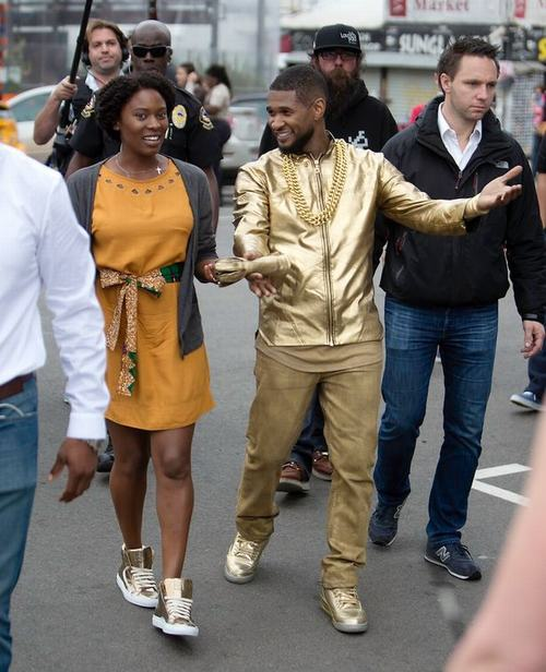 """Ca sỹ da màu Usher biểu diễn """"cực chất"""" trên đường phố - 4"""