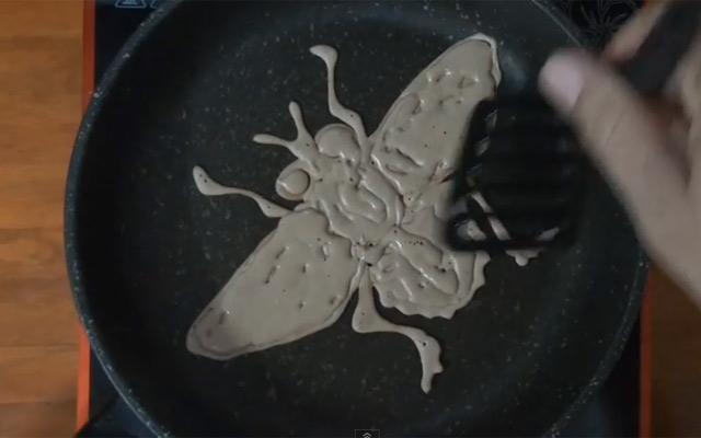 Tròn mắt với nghệ thuật vẽ bánh pancake trên chảo nóng - 2