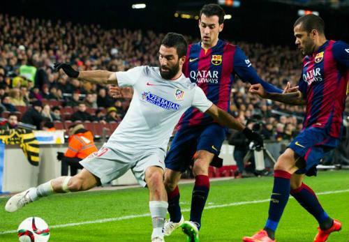 Barca bị cấm chuyển nhượng: Nên trói chặt Busquets - 1