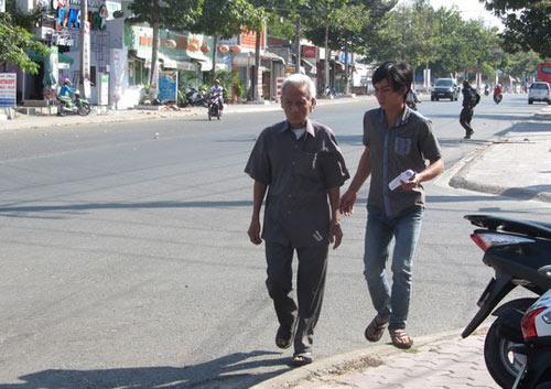 Cha Huỳnh Văn Nén uất nghẹn vì không được thăm con - 3