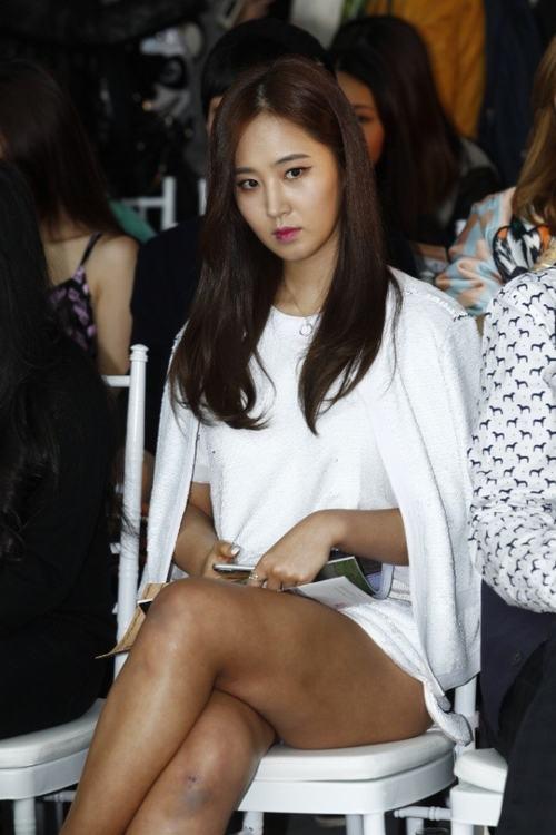Yuri (SNSD) lộ chân thâm tím tham dự sự kiện - 2