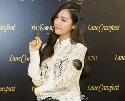 Yuri (SNSD) lộ chân thâm tím tham dự sự kiện - 3
